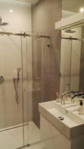Kabina prysznicowa szklana wykonana przez Esglas.pl
