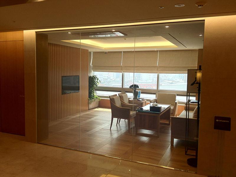 Technologia pozwalająca zmieniać przeźroczystość szklanych ścianek