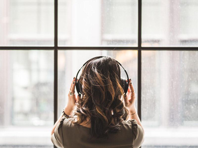 Jak wytłumić hałas w mieszkaniu