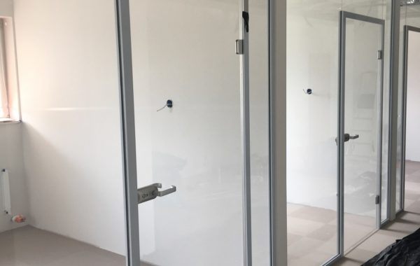 drzwi firmowe szklane