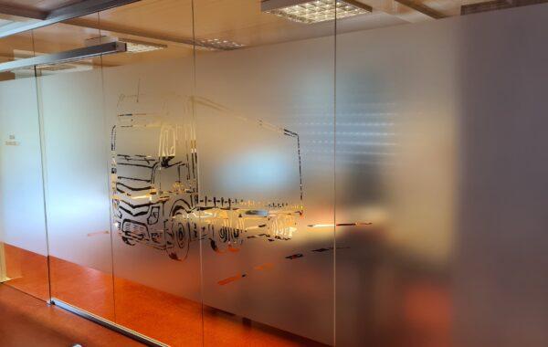 Drzwi przesuwne szklane z grafiką