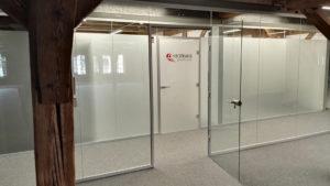 nowoczesne szklane drzwi i ściany