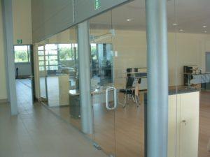 szklana ściana w firmie