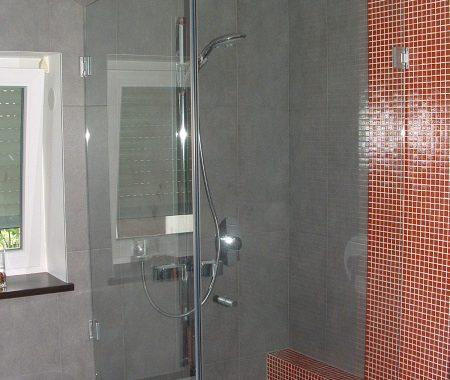 piękna łazienka ze szklaną kabiną