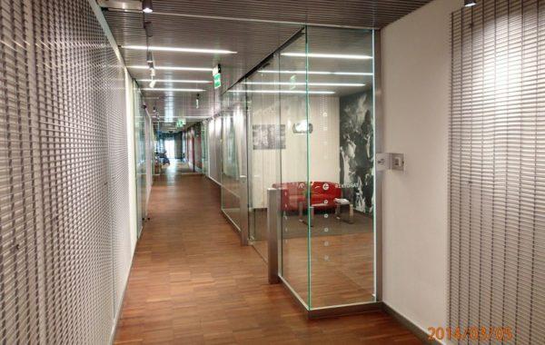 szklane drzwi i ścianki w firmie