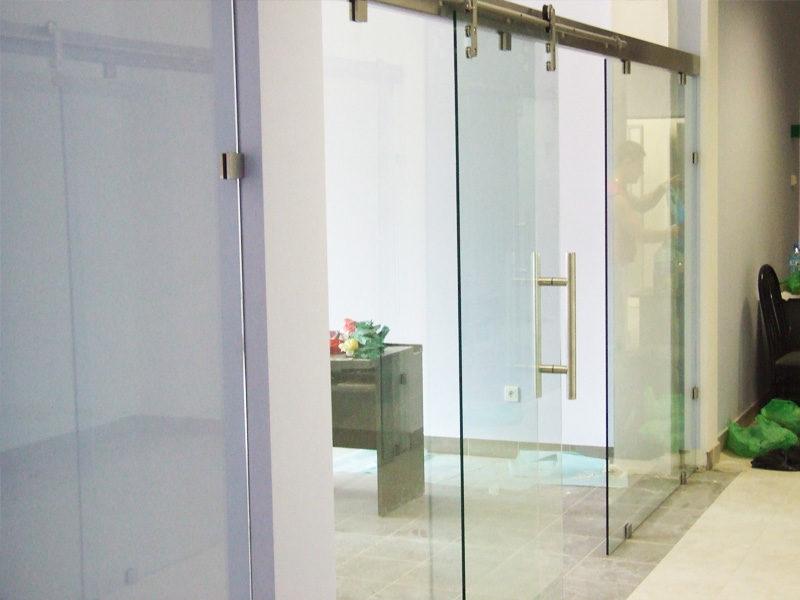 Zalety szklanych drzwi przesuwnych